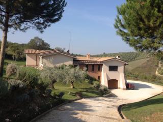 Lussuosa villa immersa nel verde a 30 Km da Roma - Mentana vacation rentals