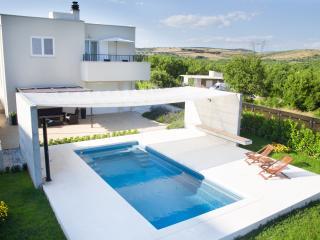 3 bedroom Villa with Deck in Dugopolje - Dugopolje vacation rentals