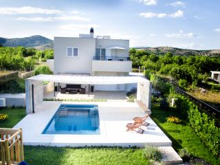 Beautiful 3 bedroom Villa in Dugopolje - Dugopolje vacation rentals