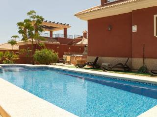 Beautiful 3 bedroom Villa in Benidorm with Internet Access - Benidorm vacation rentals