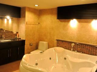 Luxury 1 bedroom sea view condo (JBC S1 F6 R21-22) - Pattaya vacation rentals