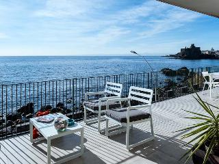 Casa Bliss vacation holiday apartment rental, sicily, catania, near acireale, sea front, sea views, air conditioning, short term lo - Acireale vacation rentals