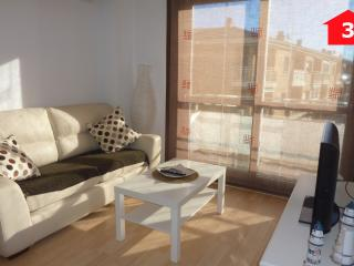 Nice Condo with Dishwasher and A/C - Palamos vacation rentals