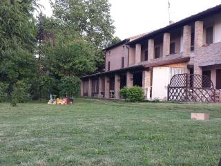 Nice Finca with Deck and Internet Access - Cavezzo vacation rentals