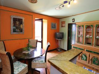 MH0010 Apartments Branimir / Two bedroom aparatment Giardino - Sutomiscica vacation rentals