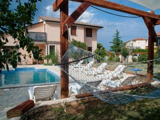TH00165 Apartments Maya / Two bedroom Apartment White A1 - Liznjan vacation rentals