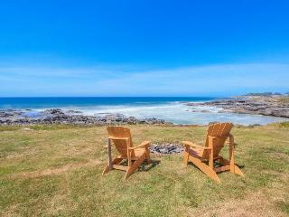 Spectacular oceanfront home with hot tub - pets welcomed! - Yachats vacation rentals