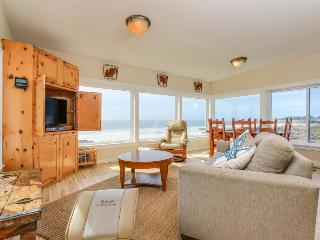 Fantastic dog-friendly beachfront duplex with hot tub & views! - Yachats vacation rentals