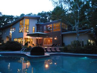 Lovely Villa with Deck and Internet Access - Boston vacation rentals