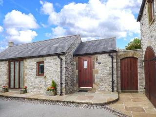 SWALLOW BARN, pet friendly, character holiday cottage, with a garden in Priestcliffe Near Bakewell, Ref 10489 - Bakewell vacation rentals