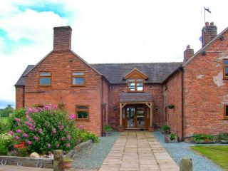LAKE VIEW COTTAGE en-suite facilities, fishing lake in Market Drayton Ref 925076 - Market Drayton vacation rentals