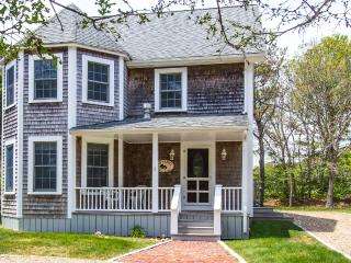 THORB - Contemorary 4 Bedroom 4 Bath, Walk to Oak Bluffs Center and Inkwell - Oak Bluffs vacation rentals