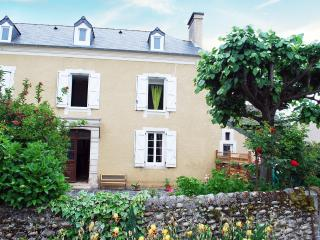 Nice Gite with Internet Access and Outdoor Dining Area - Pardies-Pietat vacation rentals
