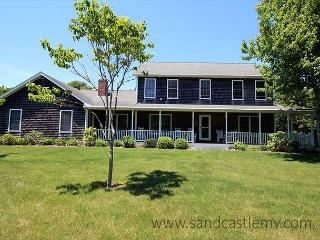 LOVELY KATAMA FARMHOUSE/COLONIAL LOCATED CLOSE TO SOUTH BEACH - Edgartown vacation rentals