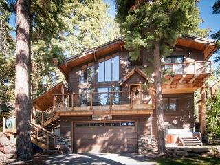 West Court - Contemporary 3 BR with Hot Tub, Pet-Friendly & Walk to Lake! - Carnelian Bay vacation rentals