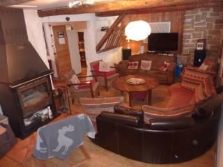 Bright 5 bedroom Mont Saxonnex Ski chalet with Internet Access - Mont Saxonnex vacation rentals