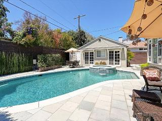 3BR/2BA House, Backyard Pool & Jacuzzi, Walk to Trader Joes, Sleeps 6 - North Hollywood vacation rentals