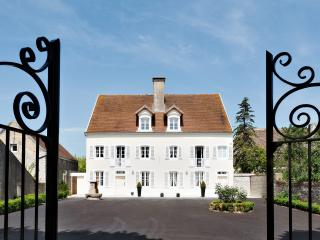 Sunny Villa with Internet Access and Satellite Or Cable TV - Verdun-sur-le-Doubs vacation rentals