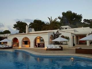 8 bedroom House with Private Outdoor Pool in Es Cubells - Es Cubells vacation rentals