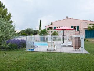 3 bedroom Gite with Internet Access in La Motte-d'Aigues - La Motte-d'Aigues vacation rentals