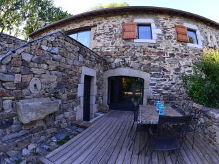 Cozy 2 bedroom Saint-Hostien Farmhouse Barn with Internet Access - Saint-Hostien vacation rentals