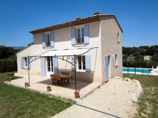 VacanceLuberon,fr gîte avec piscine privée - La Tour d'Aigues vacation rentals