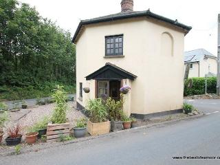 Toll House, Exebridge - Unique property ideal for exploring Exmoor - sleeps 2 - Dulverton vacation rentals