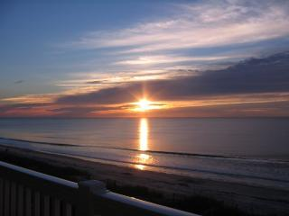 Lovely Ocean Front 2 Bdrm Condo, 3 wks remain mid-Aug 2017 - North Myrtle Beach vacation rentals