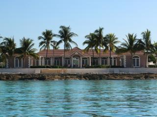 Gorgeous 3 bedroom Villa in West End - West End vacation rentals