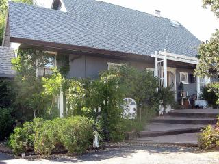 4 bedroom Bed and Breakfast with Deck in Redding - Redding vacation rentals