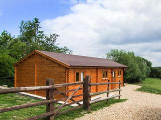 PENNYLANDS WILLOW LODGE, two en-suite bedrooms, WiFi, pet-friendly lodge on - Childswickham vacation rentals