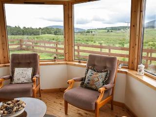 BOGAIRN, all ground floor, king-size bed, en-suite, off road parking, in Aberlour, Ref 925340 - Aberlour vacation rentals