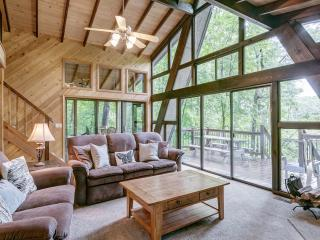 Lakeside Getaway with Firepit. - Innsbrook vacation rentals