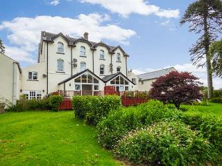CHESTNUT HOUSE @ MILTON MANOR, three-storeys, large shared gardens, enclosed private patio, near Tenby, Ref 926280 - Sageston vacation rentals