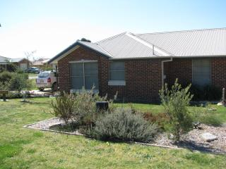 Comfortable 2 bedroom Condo in Mudgee with Internet Access - Mudgee vacation rentals