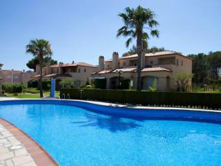 2 bedroom House with Shared Outdoor Pool in Masriudoms - Masriudoms vacation rentals
