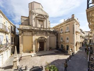 Stilish apartment in the hearth of Ortigia - Syracuse vacation rentals