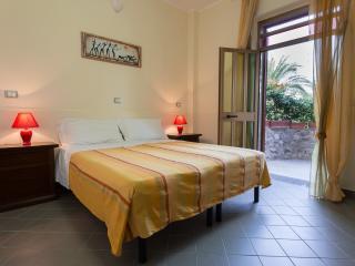 B&B Casa Cosmano Camera Matrimoniale - Brancaleone vacation rentals
