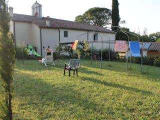 Casa indipendente con giardino in Toscana - Bucine vacation rentals
