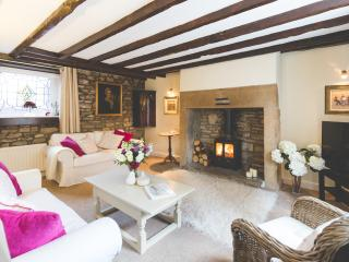 Mr Foggs, luxury self catering in village centre - Corbridge vacation rentals