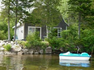 Cozy 3 bedroom Kingsclear Cottage with Internet Access - Kingsclear vacation rentals