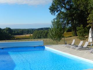 Stylish two bed gite, Villereal Lot et garonne - Villereal vacation rentals