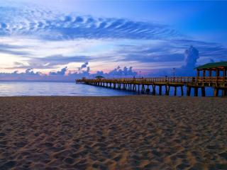 BEACH LOVER'S PARADISE! FAB - 3 bedrm/ 2 bath home - Lauderdale by the Sea vacation rentals