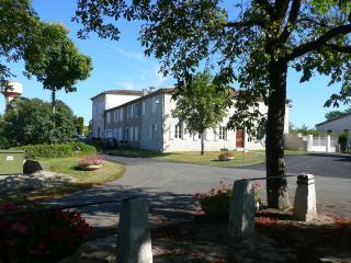 Gîte Saint-Roch, jardin, piscine couverte - Tournecoupe vacation rentals