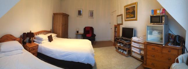 Convenient 1 bedroom House in Glasgow - Glasgow vacation rentals