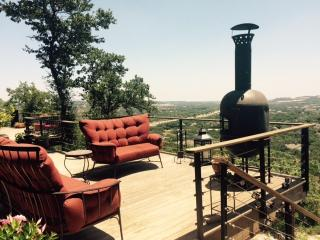 A San Antonio getaway on top of the hill - San Antonio vacation rentals