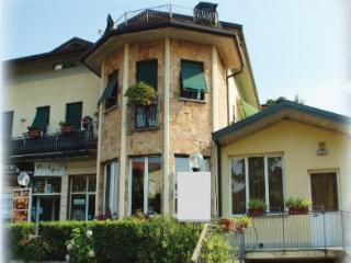 casa vacanza sorriso - Appartamento B - Curno vacation rentals