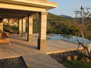 Villa Gajah, Sumberkima Hill - Pemuteran vacation rentals
