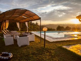Incredible, large Tuscan villa boasts jacuzzi, private outdoor pool, billiard room, tennis court, tripadvisor Certificate of Excellence - Sinalunga vacation rentals