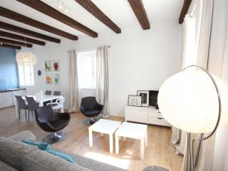 Bright 2 bedroom House in Zadar with Internet Access - Zadar vacation rentals